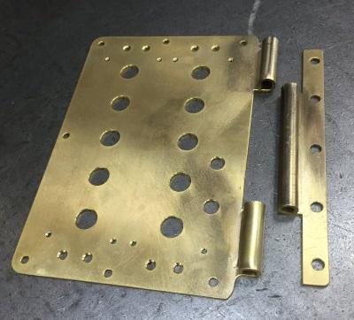 真鍮のプレート(上)